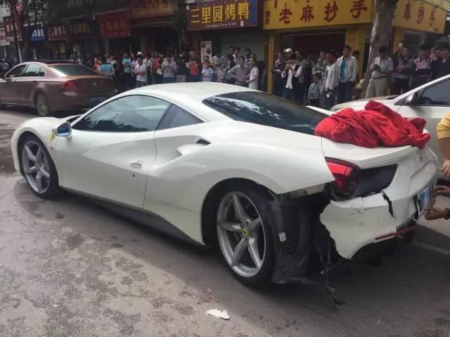 ferrari-488-gtb-crash-1