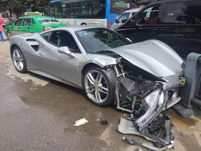 ferrari-488-gtb-crash-2