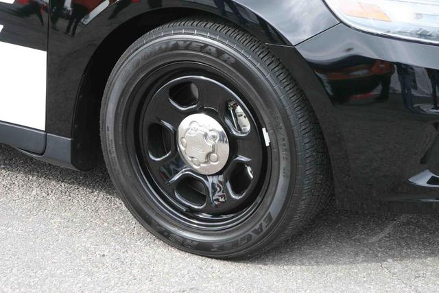 ford-taurus-police-interceptor-wheel