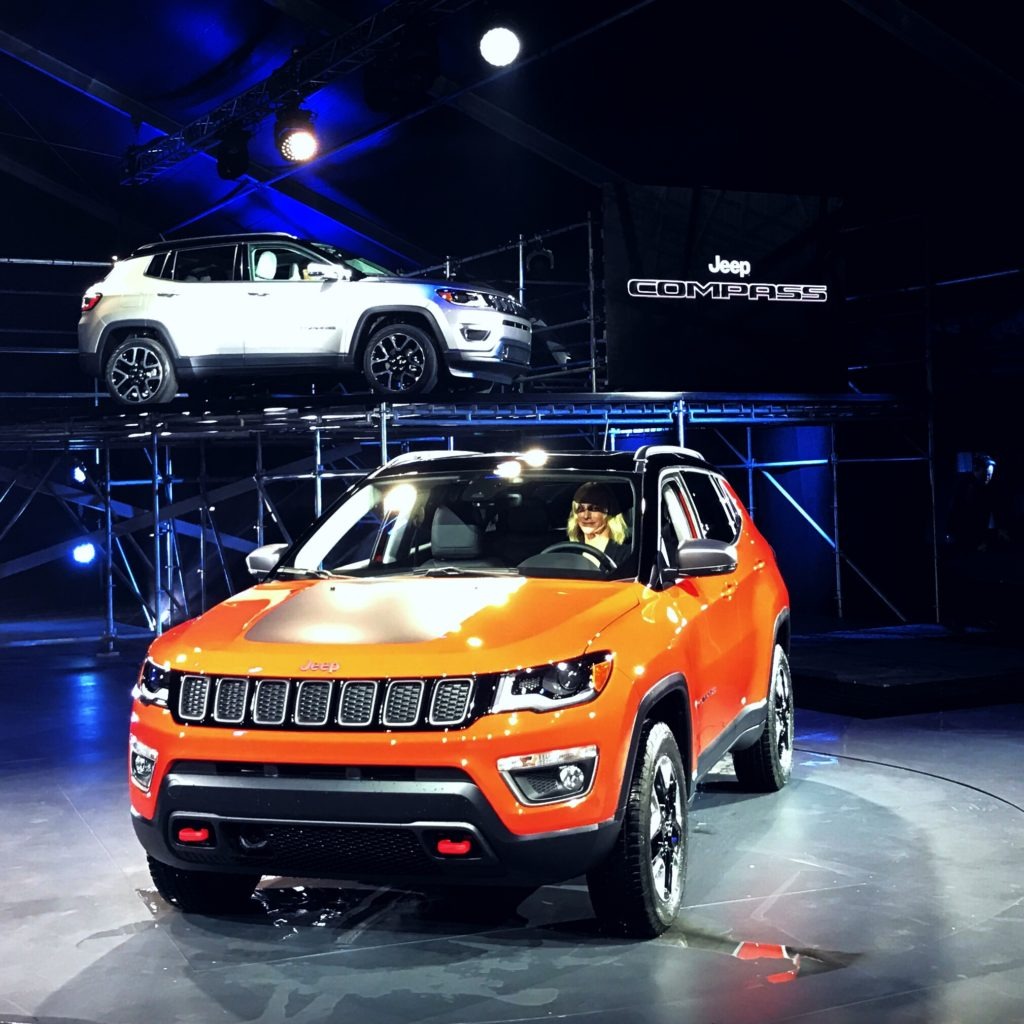 2016-la-auto-show-jeep-compass